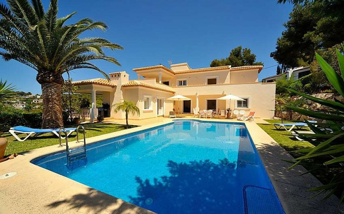 Three Advantages of Renting a Villa for Your Holidays in Spain